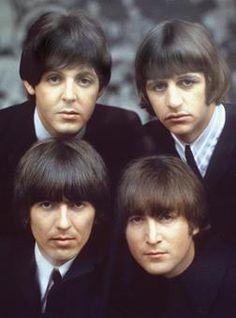 Los Beatles eran un grupo de rock inglés formado por John Lennon, Ringo Starr, Paul McCartney y George Harrison. Estuvieron activos los años 60 y parte de los 70, pero al final se disolvieron.