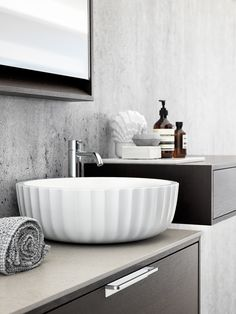 Have Bathroom clutter? - check these instructions on how to declutter Bathroom in 15 minutes or so. These Bathroom organization ideas will help you tidy up. Decoration Inspiration, Bathroom Inspiration, Interior Inspiration, Bathroom Toilets, Laundry In Bathroom, Bathroom Sinks, Budget Bathroom, Bathtub, Bathroom Interior