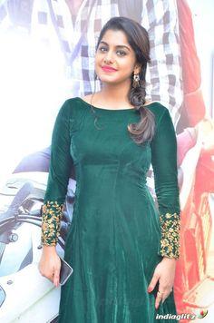 Meera Nandan Actress Photos Stills Gallery Embroidery Suits Design, Mehndi Dress, Tv Awards, Velvet Skirt, South Indian Actress, Beautiful Saree, Best Actress, Actress Photos, Elegant Dresses