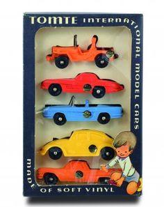 Tomtebiler i originaleske. 5 biler i eske. Kom i 4 modeller og fargevarianter. Serien 1:43
