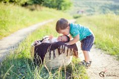 Hanna & her big brother - outdoor newborn photography by Olga Vuscan
