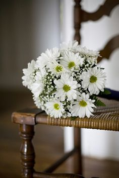 Daisies.. I am BEYOND in love with this bouquet!!!