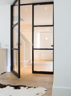 10 interiores con puertas de cristal y marco beautiful interiors with black framed glass doors - interior decorating tips Doors Interior, House Design, New Homes, House Styles, Home And Living, Interior Design, House Interior, Home, Home Decor