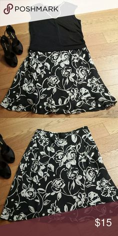 Gorgeous Black & White Skirt sz 12 Excellent condition, lined, 100% polyester. Can be worn with jacket or sweater  great for the coming seasons. Top is also in my closet for sale size XL. Worthington  Skirts