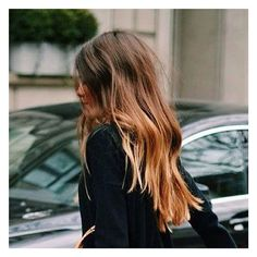 """""""Friday hair! #women #womenswear #womensfashion #fashion #hair #waves #bedhair #bluntends #messy #dontcare #styling #stylist #hairstyle #tgif #friday…"""""""