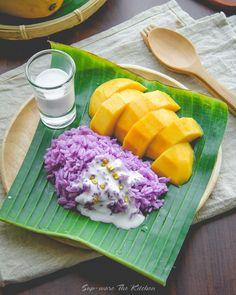 Ripe mango and sticky rice in coconut milk. Thai Dessert, Thai Recipes, Asian Recipes, Healthy Recipes, Food Design, Mango Sticky Rice, Asian Desserts, Healthy Fruits, Food Menu