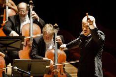 Regente Yalchin Adigezalov em ação com a Orquestra na Cidade das Artes. Foto: Cicero Rodrigues. OSB - Orquestra Sinfônica Brasileira