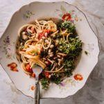 Kesäkurpitsapasta on täydellinen arkiruoka, joka ylistää sesongin kasviksia Spaghetti, Pasta, Ethnic Recipes, Food, Essen, Meals, Yemek, Noodle, Eten