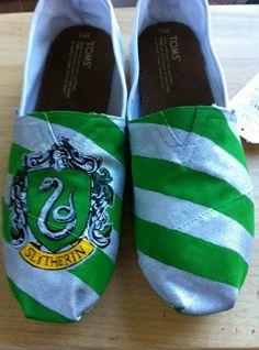 Hogwarts/Harry Potter House TOMS by hayleykayarts on Etsy  Slytherin!