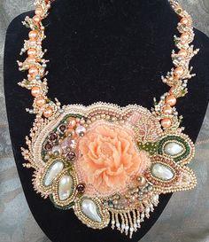 A perfect statement necklace- Azziza