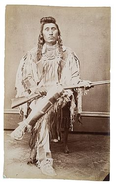 Chief Pretty Eagle, Déahĭtsĭśh , Mountain Crow, Piegan Ackyā'mne clan, Kit-Foxes I'axuxke society. Born in 1846, a noted warrior and leader of many war parties, Chief Pretty Eagle was one of the first Apsalooka to settle in the Bighorn valley. After a period of service in the US military as scout, Pretty Eagle, along with Chief Plenty Coups, opted for using the Crow reservation lands as pasture or to use it for growing hay to sell to the nearby ranches.