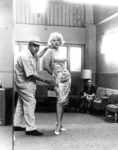 Orry-Kelly in the fitting room with Marilyn M