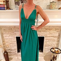 Stunning jade tie back fully lined maxi dress SALE Take the room in this gorgeous dress! Tassel ties in back for a dramatic effect!  Follow me on Instagram @kfab333 for more items Honey Punch Dresses Maxi
