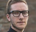 Lars Petter Sveen er født i 1981 i Norge og har allerede, trods sin unge alder, et kritikerrost forfatterskab bag sig. Guds børn er forfatterens romandebut og er modtaget i Norge med næsten usammenligneligt overstrømmende anmelderroser.