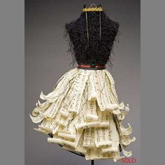 paper dress made out of Up Book, Book Art, Paper Clothes, Paper Dresses, Libros Pop-up, Recycling, Diy Fashion, Paper Fashion, Crazy Fashion