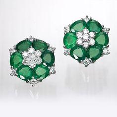 Pendientes de oro blanco de 18 kilates montados con esmeraldas y diamantes en talla brillante