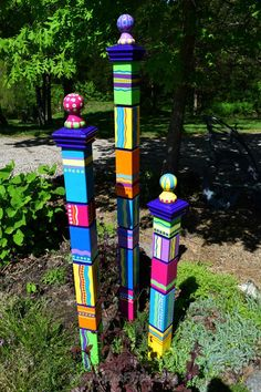Garden totems hand painted garden art garden sculpture sculptural totems yard art colorful totems lawn art new color scheme gartenkunst staffelei idea gallery