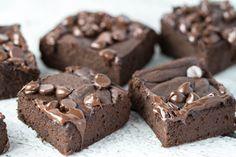 Black bean avocado brownies! SAY WHAT? Black beans? Avocado? In a brownie? YUP! Happy Recipe Redux! #TheRecipeRedux   krollskorner.com
