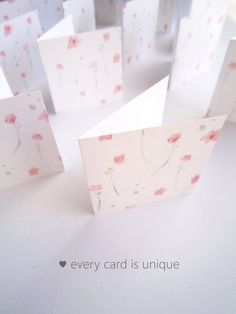 This listing is a set of mini floral note cards. The floral patterns was printed on quality white card stocks. Perfect as thank you cards, small