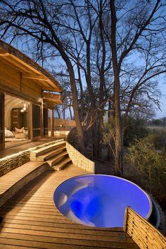 Galeria de Hotel Sandibe Okavango Safari / Nicholas Plewman Architects in Association with Michaelis Boyd Associates - 12 Design Hotel, Round Hot Tub, Hot Tub Patio, Interior Design Magazine, Pool Designs, Glamping, Swimming Pools, Beautiful Places, Backyard