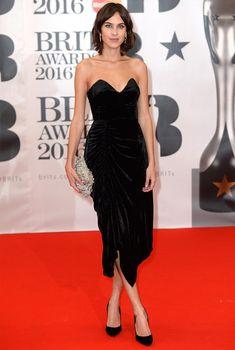 Alexa Chung no red carpet do Brit Awards 2016