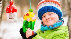 Chcete v zimě udělat dobrý skutek pro přírodu a nasypat ptáčkům pár zrníček na přilepšenou? Vytvořte jim veselá krmítka z lahve od limonády či z krabice od džusu! Inspirujte se našimi tipy!