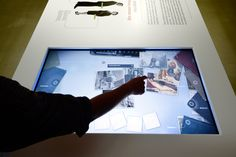 Het stenen bruidsbed - tentoonstelling Letterkundig Museum. Interactieve tafel > http://hetstenenbruidsbed.nl/