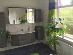 Badezimmer Loft - im edlen Grau - großzügig, offen, mit Tageslicht.