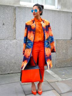 Defiantly A Street Style Star In This Show Stopping Outfit. Oranges And Blues Mixed. Mode Chic, Mode Style, Style Me, Orange Outfits, Colourful Outfits, Colorful Clothes, London Fashion Weeks, Fashion Casual, Womens Fashion
