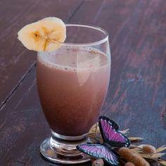 15 ιδέες για υγιεινά γλυκά σνακ διαίτης για τη λιγούρα σου από τη διαιτολόγο - Shape.gr Raspberry Banana Smoothie, Yogurt Smoothies, Healthy Smoothies, Homemade Smoothies, Chocolate Cherry, Healthy Chocolate, Delicious Chocolate, Chocolate Girls, Chocolate Drizzle