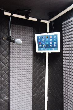 The Portable Travel Vocal Booth. Vocal Booth w/ Sound Blanket, and Polyurthane Acoustic Foam. Gator Travel Case with Wheels. These are very effective in stripping out the room echo and reverb. It will allow you to dry out your vocals or speech recording. Home Recording Studio Setup, Recording Booth, Home Studio Setup, Studio Desk, Garage Studio, Vocal Recording Studio, Home Studio Musik, Audio Studio, Music Studio Room