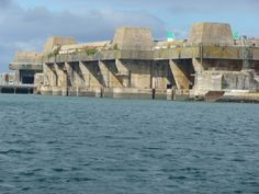 Base de sous-marins de Lorient.1941-1942  Façade du block à 7 alvéoles. Phot. Claude Prelorenzo.