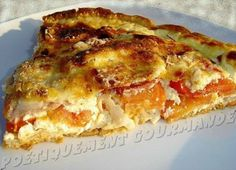 Recette de Quiche Basque au jambon de Bayonne et chorizo pamplona/1 pâte feuilletée 1 poivron rouge 1 poivron jaune 2 cuillères à soupe de boursin au piment d'Espelette et poivron doux 4 tranches de jambon de bayonne 6 rondelles de chorizo pamplona de la maison PETRICORENA 1 gousse d'ail 3-4 tomates 1 morceau de fromage Etorki ou d'Ossau iraty ou autre fromage de brebis Un peu de gruyère râpé