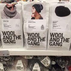 """ウールアンドザギャングは既製品だけではなく、""""手編みキット""""も販売されていて、日本国内でも人気が高まっています。編み物を楽しむなら、道具が可愛いことも大事。ウールアンドザギャングなら、テンションを上げながら楽しめますよ。"""