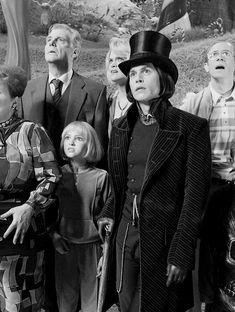 Willy Wonka- Charlie and the Chocolate Factory Johnny Depp Willy Wonka, Johnny Depp Movies, Johnny Depp Wallpaper, Charlie Chocolate Factory, Looks Dark, Jonny Deep, Tim Burton Films, Film Serie, Good Movies