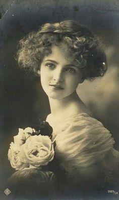 Vintage postcard 1914 | via: Musetouch Visual Arts Magazine