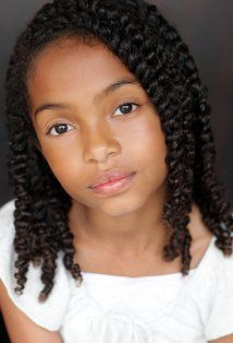 Yara Shahidi with her usual twists, this is how I want to style alana's hair when she is bigger. Easy and cute!