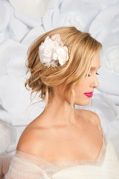 Like this look with the bright lips. I love how the hair is made to drop loosely around her side. It adds a touch of softness to the bride.