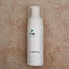 Instantly refresh and foam away sweat, dirt and odor, when a shower isn't available. A blend of Neem extract and Aloe Vera vanishes instantly with no rinse needed. Skin feels pristine and soft. A calming aromatic blend of essential oils releases stress
