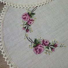 Image may contain: flower Crewel Embroidery, Embroidery Patterns, Ribbon Work, Bargello, Blackwork, Elsa, Diy And Crafts, Videos, Cross Stitch