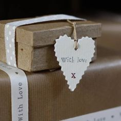 Ideas geniales para decorar tus regalos! Tienes todos los productos disponibles en www.aliceandco.es #Gift #Giftwrap
