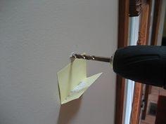 gebruik een geplooid papier bij het boren om stof op te vangen