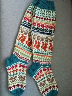 30 Ideas crochet socks pattern knee highs fair isles for 2019 Quick Crochet Patterns, Crochet Mittens Free Pattern, Skirt Pattern Free, Knitting Patterns Free, Fair Isle Knitting, Knitting Socks, Crochet Baby Cardigan, Knit Crochet, Wool Socks