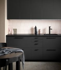 For a truly sustainable kitchen front, discover KUNGSBACKA front made from recycled waste featuring a bold look in anthracite. #IKEA #KUNGSBACKA #fronts