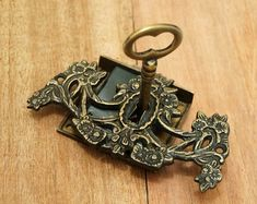 vintage locks, I want to add this style lock cover to my tattoo.
