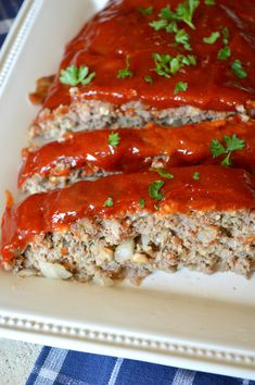 I've been craving, I mean CRAVING, mad craving,  Meatloaf lately. I have to admit it's one of my favorite meals on the whole planet! Strange as it may sound, I like this Meatloaf more than I like a good juicy steak! When I want Meatloaf, I know just which recipe to turn to…… Old Fashioned …