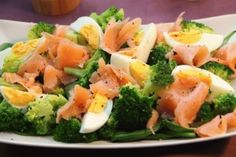 broccoli, salmon and eggs Pasta Lunch, Food Inspiration, Broccoli, Potato Salad, Salads, Dinner Recipes, Appetizers, Food And Drink, Menu