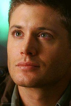 Jensen Ackles... Como alguém pode ser tão primorosamente bonito?