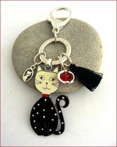 Bijou de sac / porte-clés, CHAT noir et blanc - Pompon et breloque cristal : Porte clés par ladyplazza Etsy, Vintage, Personalized Items, Leather, Pom Poms, Crystal, Unique Jewelry, Vintage Comics, Primitive