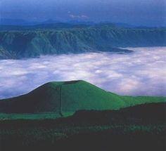 Mount Aso (Aso-san) is the largest active volcano in Japan. Kumamoto, Kyushu, Japan Travel, Japan Trip, Mont Fuji, Kagoshima, Oita, Active Volcano, Nagasaki